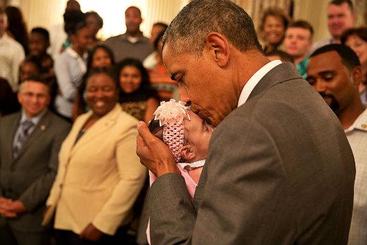Emociones en la politica Obama con un niño
