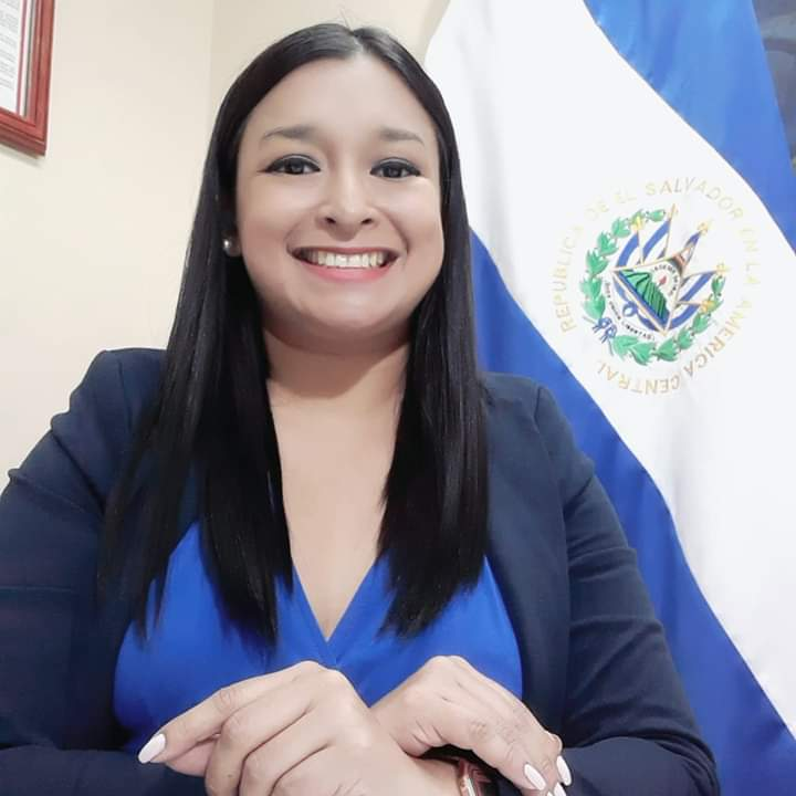 Ines Martínez, politóloga y comentarista Polítca en El Salvador