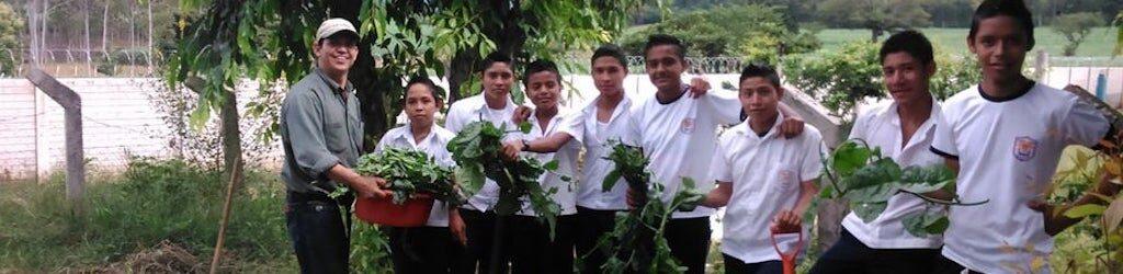 Ondina Ramos; El Salvador; Huertos escolares;